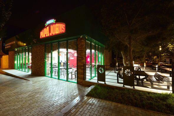 Papa Johns Pizza əcəmi Bakida Pizzacilar Yemək Icmək Baku Guide